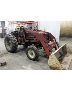 1975 International 574 Tractor for sale in: Salem, SD.